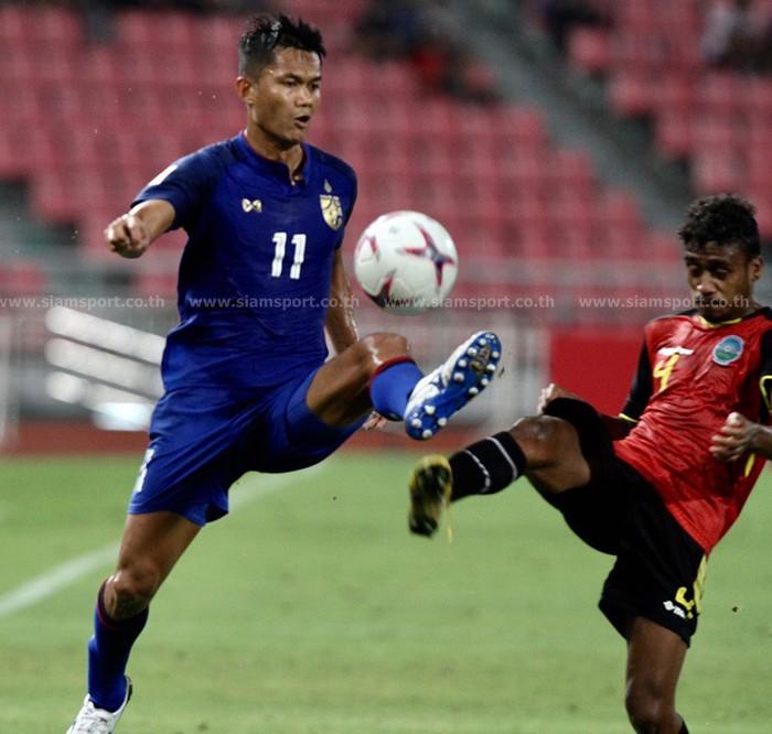 Thái Lan mất 30 phút để cân bằng thành tích của Việt Nam ngày mở màn AFF Cup 2018 - Ảnh 1.