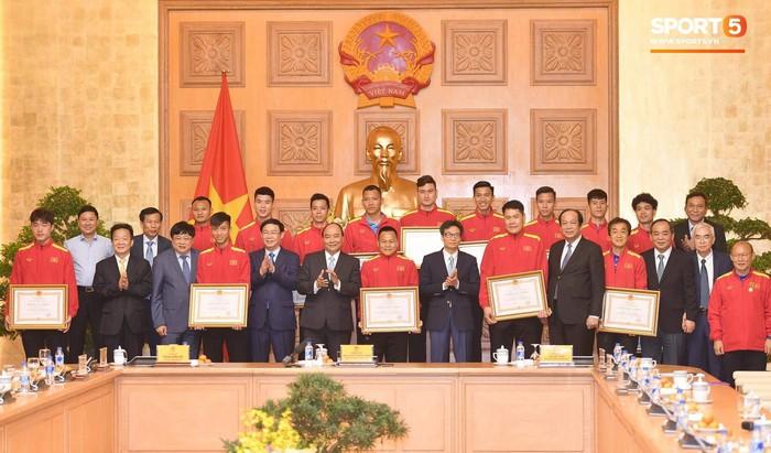 Thủ tướng Chính phủ gặp mặt, khen thưởng Đội tuyển Việt Nam - Ảnh 1.