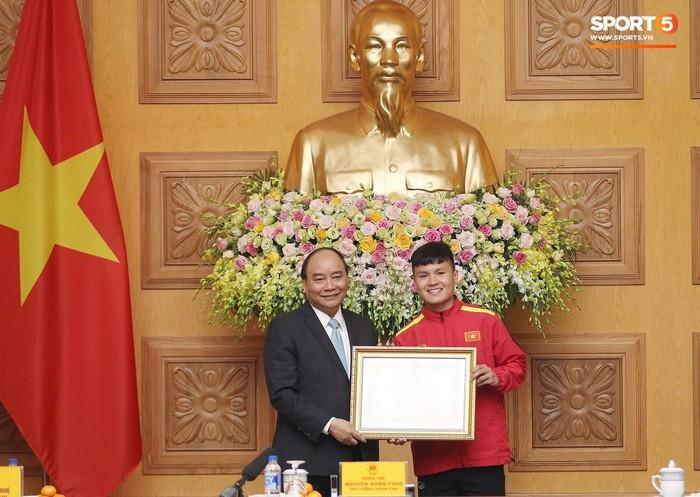 Thủ tướng Chính phủ gặp mặt, khen thưởng Đội tuyển Việt Nam - Ảnh 3.