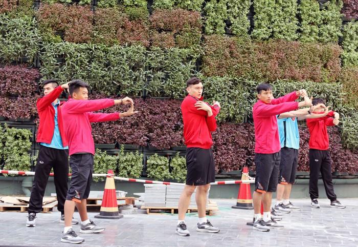 Vừa tới Qatar, HLV Park Hang-seo lo học trò xao nhãng sau chức vô địch AFF Cup 2018 - Ảnh 3.