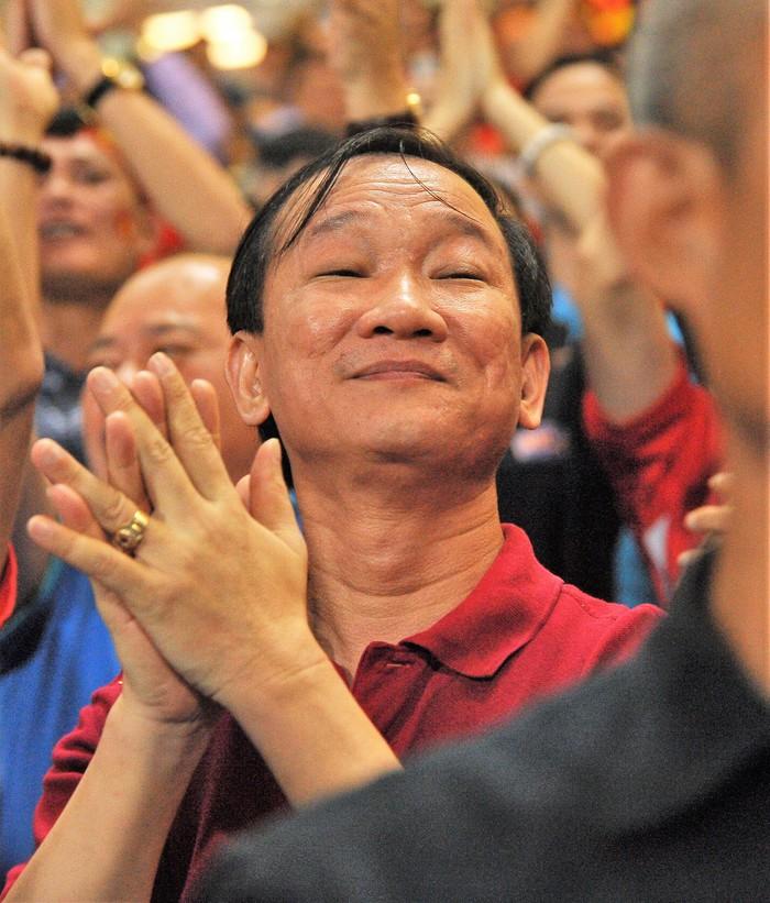 Bạn gái Quang Hải hò reo khi người yêu ghi bàn mở tỷ số giúp tuyển Việt Nam hạ gục Philippines - Ảnh 9.