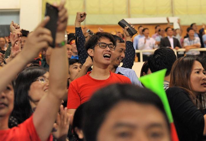 Bạn gái Quang Hải hò reo khi người yêu ghi bàn mở tỷ số giúp tuyển Việt Nam hạ gục Philippines - Ảnh 10.