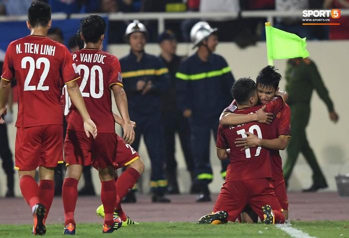 Quang Hải tái hiện bàn thắng lịch sử của tiền bối, lộ dấu hiệu vô địch như AFF Cup 2008 - Ảnh 4.