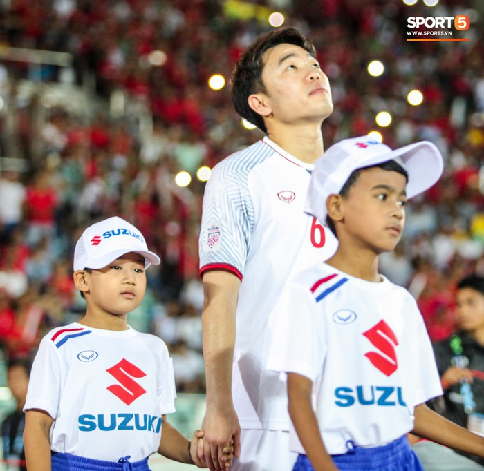 Những nghi thức cầu may của đội tuyển Việt Nam tại AFF Cup 2018 - Ảnh 7.