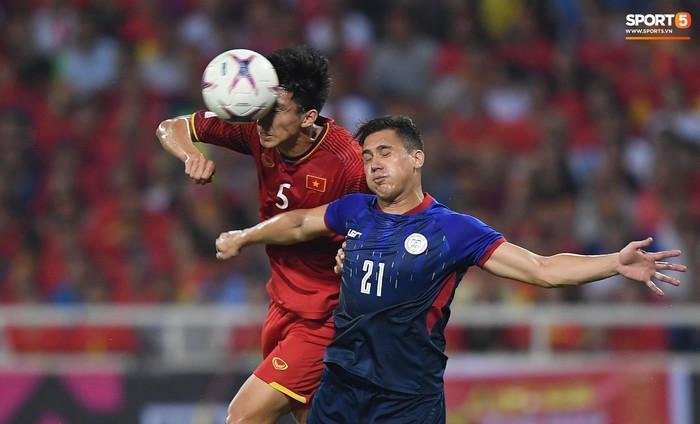 Trọng gắt chỉ thẳng mặt cầu thủ Philippines chơi xấu, bảo vệ em út Văn Hậu - Ảnh 7.