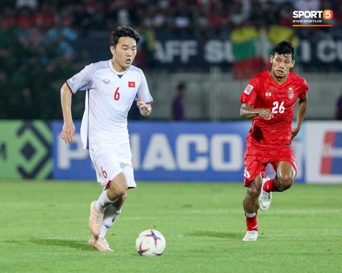 Những nghi thức cầu may của đội tuyển Việt Nam tại AFF Cup 2018 - Ảnh 9.