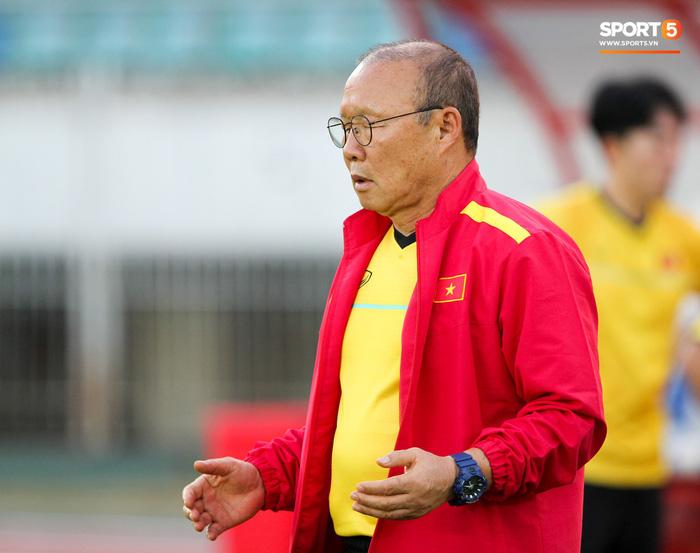 Những nghi thức cầu may của đội tuyển Việt Nam tại AFF Cup 2018 - Ảnh 10.