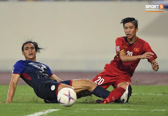 Quang Hải ghi bàn thắng giống hệt tiền bối cùng tên cách đây 10 năm, thêm một dấu hiệu Việt Nam vô địch xuất hiện - Ảnh 2.