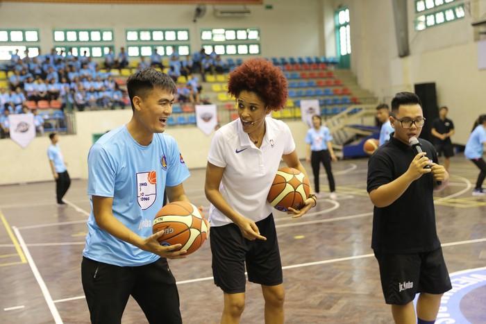 Chương trình Tập huấn phát triển bóng rổ học đường có mặt tại Hà Nội, thu hút sự tham gia của hàng nghìn giáo viên - Ảnh 3.