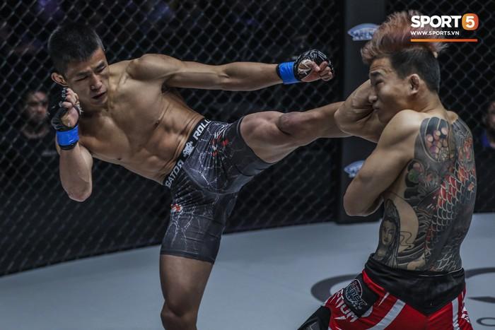 Võ sĩ Hàn xăm trổ cool ngầu bị hạ sấp mặt bởi cú đá hiểm của đối thủ Trung Quốc - Ảnh 6.