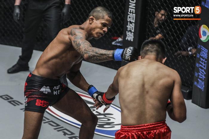 Eustaquio mất đai vô địch vào tay Moraes trong trận đấu siêu kinh điển tại ONE Championship: Heros Ascent - Ảnh 5.