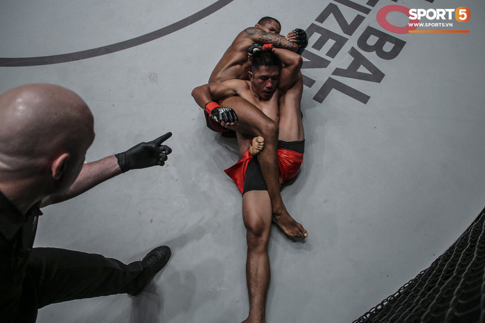 Eustaquio mất đai vô địch vào tay Moraes trong trận đấu siêu kinh điển tại ONE Championship: Heros Ascent - Ảnh 7.