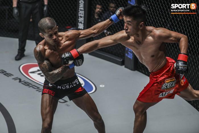Eustaquio mất đai vô địch vào tay Moraes trong trận đấu siêu kinh điển tại ONE Championship: Heros Ascent - Ảnh 8.