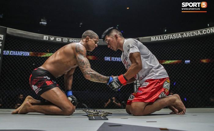 Eustaquio mất đai vô địch vào tay Moraes trong trận đấu siêu kinh điển tại ONE Championship: Heros Ascent - Ảnh 10.