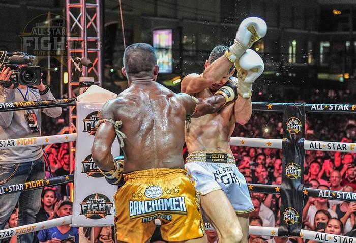 Khiêu khích Thánh Muay Buakaw, nhà vô địch châu Âu nhận cái kết đắng - Ảnh 8.