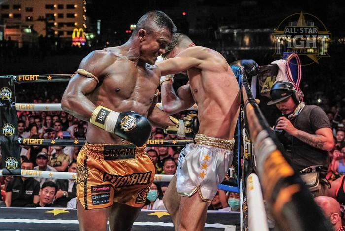 Khiêu khích Thánh Muay Buakaw, nhà vô địch châu Âu nhận cái kết đắng - Ảnh 4.