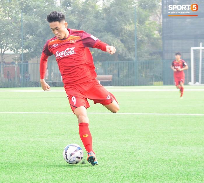 Bất chấp cái Tết cận kề, các cầu thủ U22 Việt Nam vẫn quyết tâm tập luyện, thi đấu với đội bóng Hàn Quốc - Ảnh 8.