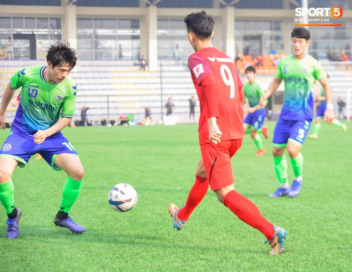 Bất chấp cái Tết cận kề, các cầu thủ U22 Việt Nam vẫn quyết tâm tập luyện, thi đấu với đội bóng Hàn Quốc - Ảnh 3.
