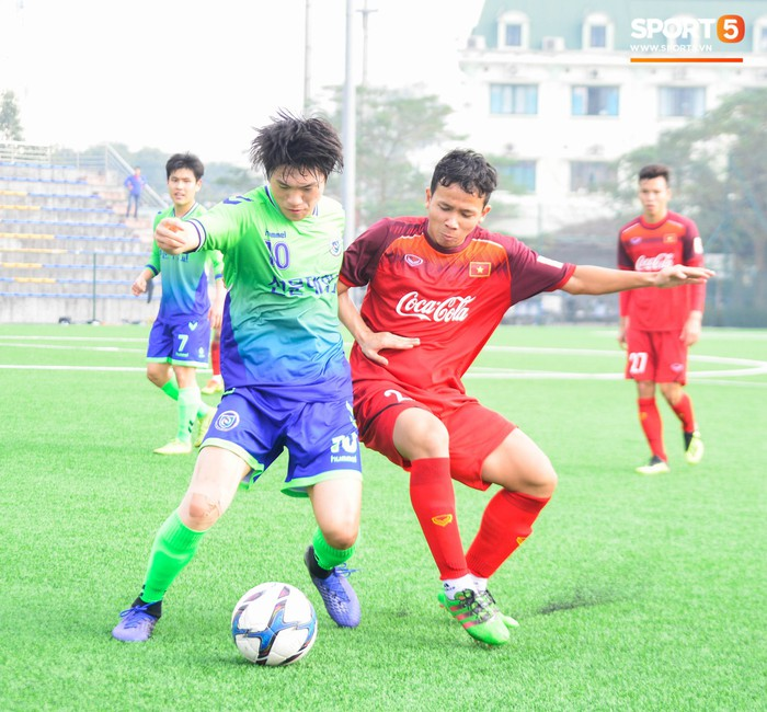 Bất chấp cái Tết cận kề, các cầu thủ U22 Việt Nam vẫn quyết tâm tập luyện, thi đấu với đội bóng Hàn Quốc - Ảnh 7.