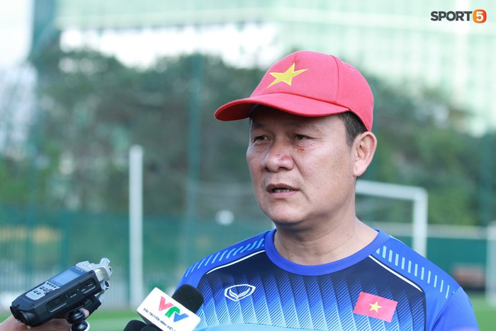 HLV Nguyễn Quốc Tuấn lo lắng khi các học trò về nhà nghỉ Tết Nguyên đán - Ảnh 1.