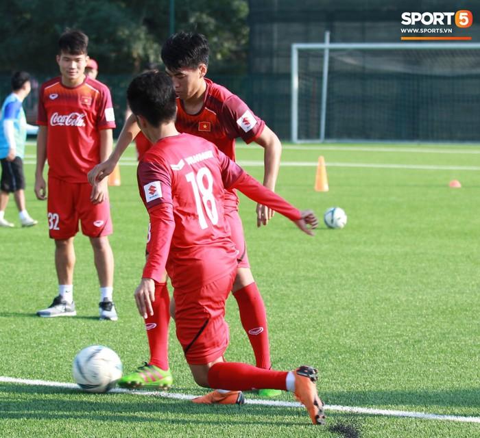 Đội tuyển U22 Việt Nam thích thú với cuộc thi tâng bóng của ban huấn luyện - Ảnh 10.
