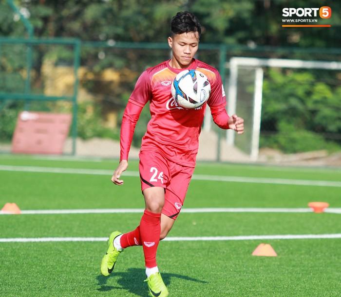 Đội tuyển U22 Việt Nam thích thú với cuộc thi tâng bóng của ban huấn luyện - Ảnh 5.