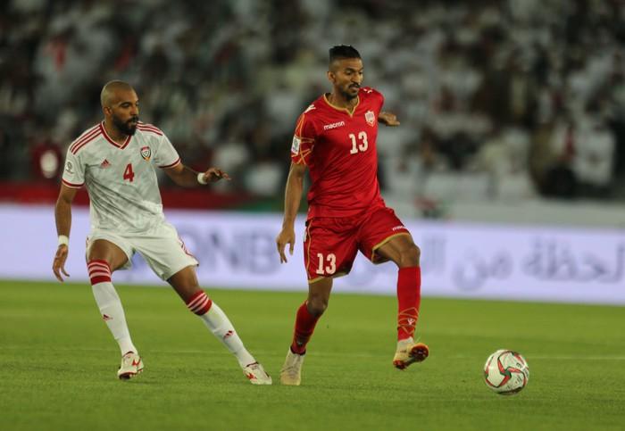 Chán nản về kết quả hòa ngày ra quân, cầu thủ của nước chủ nhà Asian Cup 2019 quay sang chỉ trích các đồng đội - Ảnh 1.