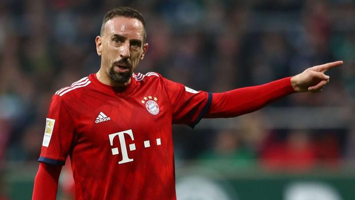 Gã mặt sẹo Ribery bị phạt vì lôi cả họ hàng, tổ tiên nhà anti-fan ra chửi - Ảnh 1.