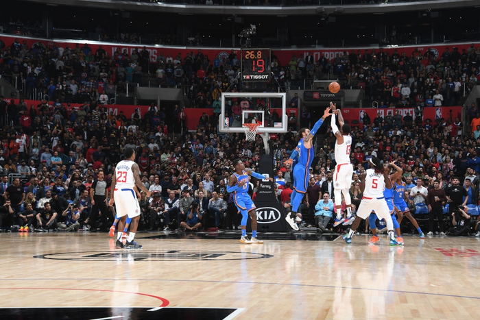 NBA 19-20: Tỏa sáng ở những giây cuối cùng, Paul George giúp Los Angeles Clippers giành chiến thắng trước Oklahoma City Thunder - Ảnh 2.