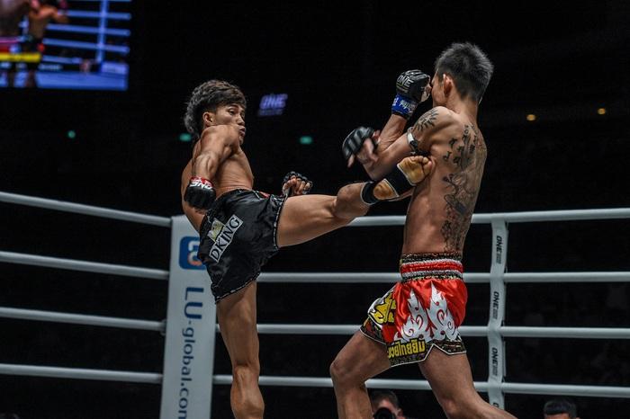"""""""Độc cô cầu bại"""" Nguyễn Trần Duy Nhất tung đòn chân kinh hoàng, hạ đo ván nhà vô địch võ thuật Nhật Bản - Ảnh 1."""