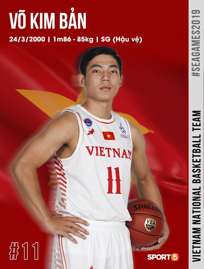 Danh sách chính thức 12 cầu thủ tuyển bóng rổ Việt Nam tham dự SEA Games 30: HLV Kevin Yurkus loại ngôi sao nào? - Ảnh 8.
