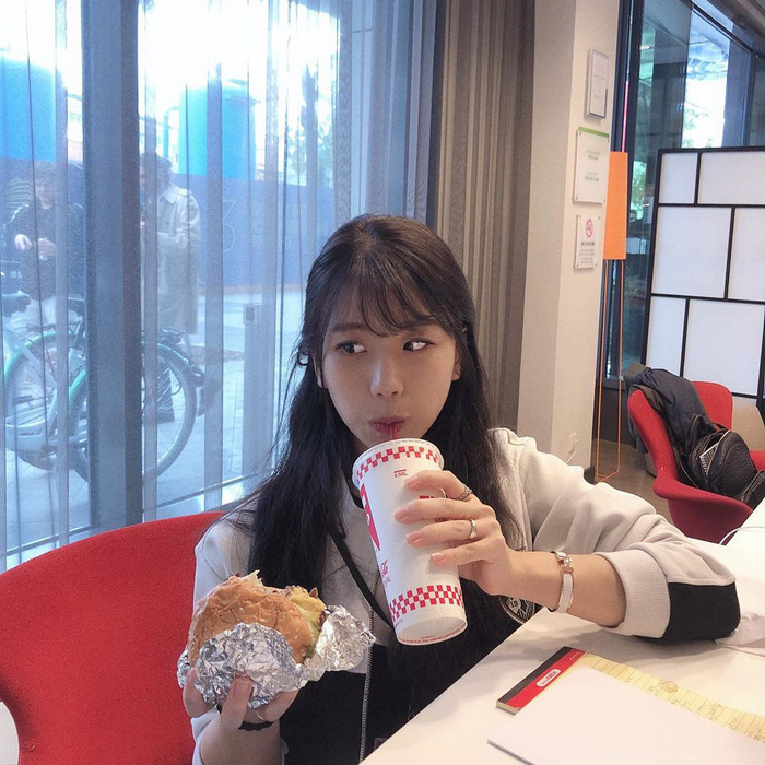 Cặp đôi trai gái tài sắc vẹn toàn, nổi tiếng nhất LMHT Hàn Quốc đang im ỉm hẹn hò nhưng không qua mắt được fan cuồng - Ảnh 4.