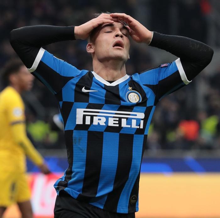 Tung ra đội hình thiếu vắng nhiều trụ cột, Barca vẫn dễ dàng có được chiến thắng 2-1 trước Inter ngay trên sân Giuseppe Meazza và loại đại diện nước Ý ra khỏi Cúp C1  - Ảnh 4.