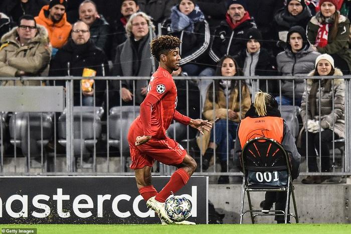 """Chấn thương """"kinh hoàng"""" của Kingsley Coman trong trận đấu giữa Bayern Munich và Tottenham Hotspur - Ảnh 1."""