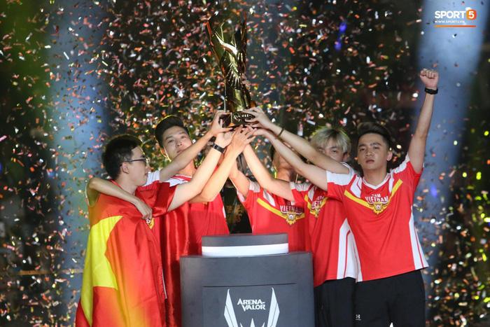 Những khoảnh khắc đáng nhớ nhất Esports Việt Nam 2019: - Ảnh 2.