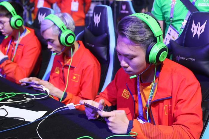 Đội tuyển Liên Quân Mobile Việt Nam dễ dàng đánh bại chủ nhà Philippines trong ngày đầu ra quân tại SEA Games 30 - Ảnh 4.