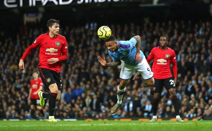 Đã hay còn lại còn hên Manchester United đánh bại Manchester City ngay trên sân Etihad - Ảnh 3.