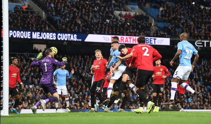 Đã hay còn lại còn hên Manchester United đánh bại Manchester City ngay trên sân Etihad - Ảnh 5.