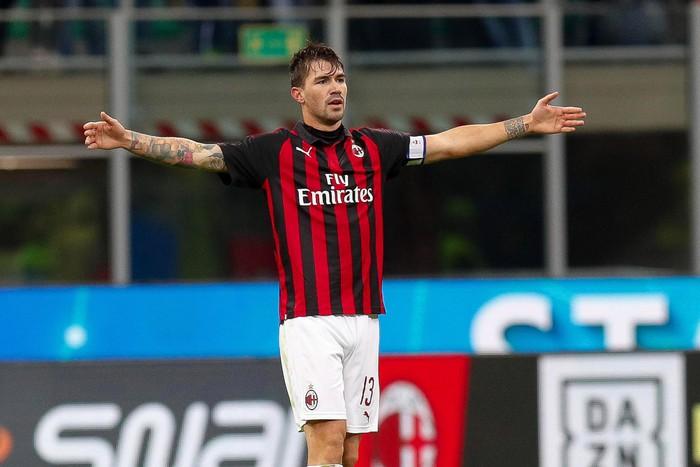 Manchester United muốn đưa đội trưởng AC Milan về Old Trafford - Ảnh 1.