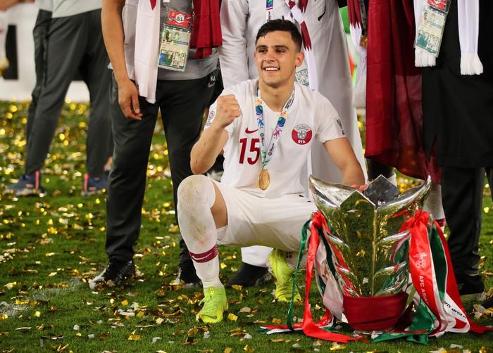 Muôn sắc thái của mỹ nam Bassam Hisham trong lễ ăn mừng vô địch Asian Cup 2019 của tuyển Qatar - Ảnh 9.