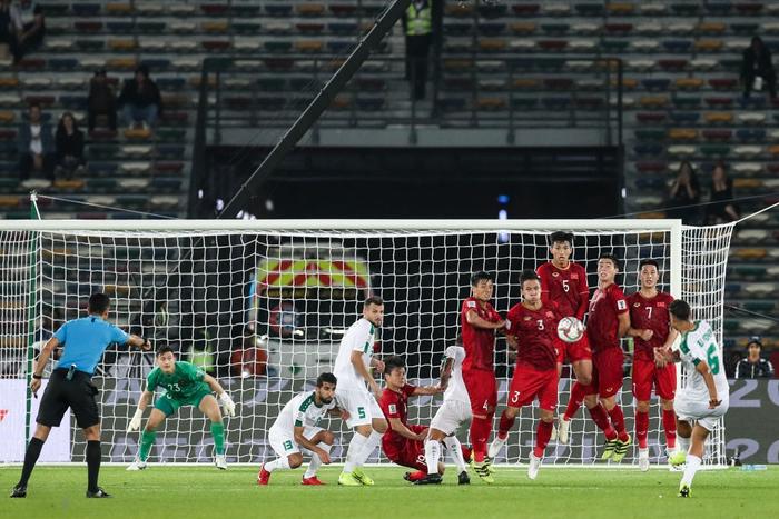 Hậu vệ Iraq sút phạt tung lưới tuyển Việt Nam bất ngờ bị CLB chấm dứt hợp đồng - Ảnh 1.