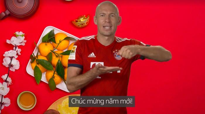 Tiền vệ xuất sắc bậc nhất lịch sử bóng đá Hà Lan nói Chúc mừng năm mới bằng tiếng Việt ngọng nghịu - Ảnh 2.