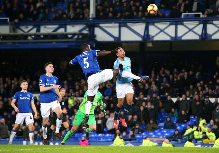 Đánh bại đối thủ truyền kiếp của Liverpool, Man City vượt lên chiếm lấy ngôi đầu bảng Ngoại hạng Anh - Ảnh 12.