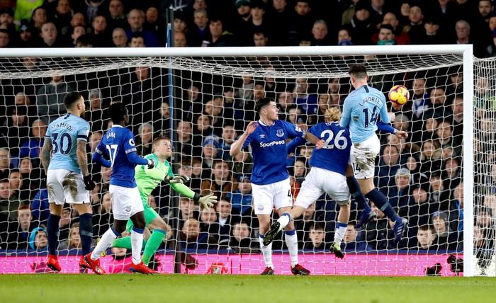 Đánh bại đối thủ truyền kiếp của Liverpool, Man City vượt lên chiếm lấy ngôi đầu bảng Ngoại hạng Anh - Ảnh 3.