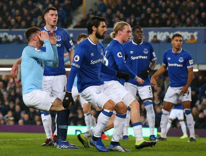 Đánh bại đối thủ truyền kiếp của Liverpool, Man City vượt lên chiếm lấy ngôi đầu bảng Ngoại hạng Anh - Ảnh 4.