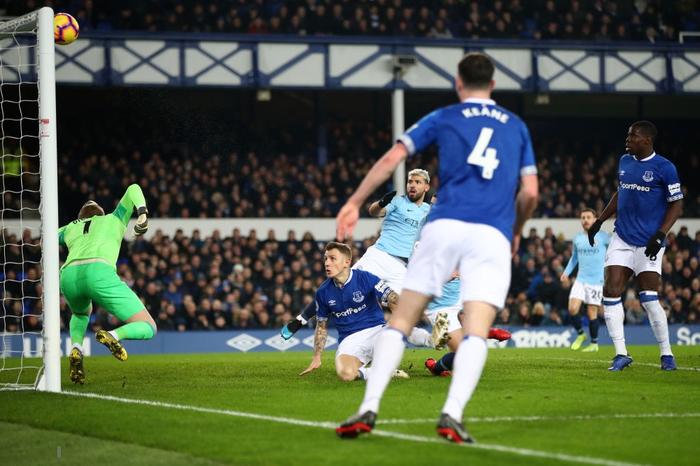Đánh bại đối thủ truyền kiếp của Liverpool, Man City vượt lên chiếm lấy ngôi đầu bảng Ngoại hạng Anh - Ảnh 5.