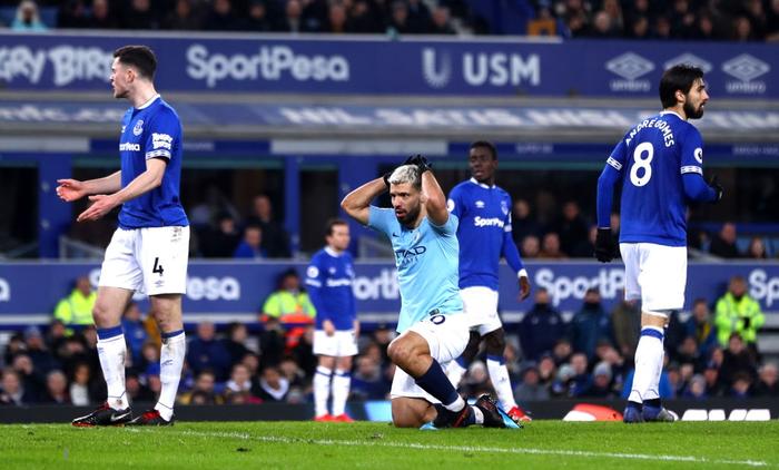 Đánh bại đối thủ truyền kiếp của Liverpool, Man City vượt lên chiếm lấy ngôi đầu bảng Ngoại hạng Anh - Ảnh 6.
