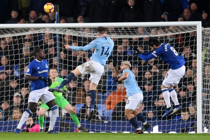 Đánh bại đối thủ truyền kiếp của Liverpool, Man City vượt lên chiếm lấy ngôi đầu bảng Ngoại hạng Anh - Ảnh 7.