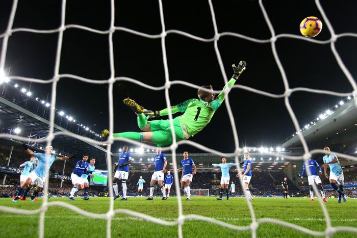 Đánh bại đối thủ truyền kiếp của Liverpool, Man City vượt lên chiếm lấy ngôi đầu bảng Ngoại hạng Anh - Ảnh 8.