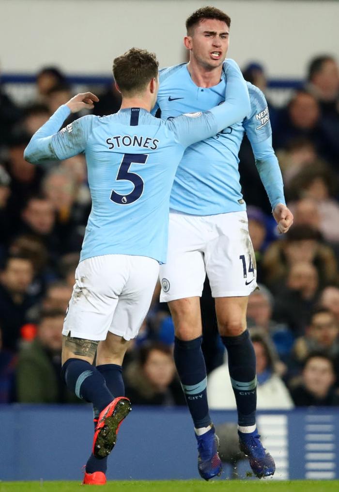 Đánh bại đối thủ truyền kiếp của Liverpool, Man City vượt lên chiếm lấy ngôi đầu bảng Ngoại hạng Anh - Ảnh 9.